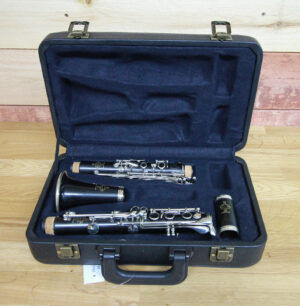 B uffet R13 B-Flat Clarinet Open Case 2